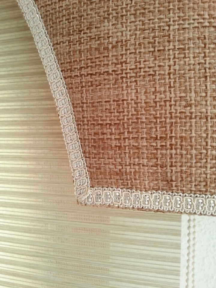 Upholstered Pelmet: natural look hessian fabric