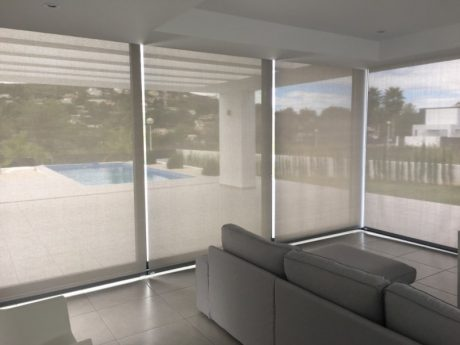 Polyscreen roller blinds